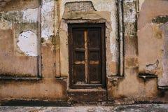 Puerta de madera pasada de moda Foto de archivo