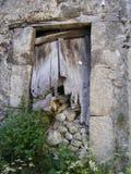 Puerta de madera quebrada Fotografía de archivo