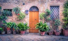 Puerta de madera rústica Foto de archivo libre de regalías