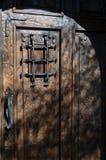 Puerta de madera rústica Fotos de archivo libres de regalías