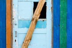 Puerta de madera resistida Fotografía de archivo
