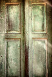 Puerta de madera retra de la vendimia vieja imagenes de archivo