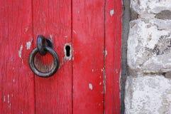Puerta de madera roja Imágenes de archivo libres de regalías