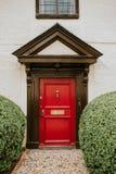 Puerta de madera roja Foto de archivo libre de regalías