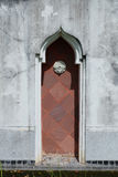 Puerta de madera roja de la ensenada Foto de archivo