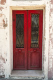 Puerta de madera roja vieja Imágenes de archivo libres de regalías