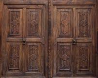Puerta de madera tallada decorativa Imagenes de archivo