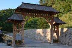 Puerta de madera tradicional Imágenes de archivo libres de regalías