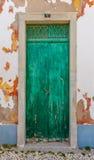 Puerta de madera verde vieja Fotografía de archivo libre de regalías