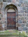 Puerta de madera vieja bloqueada Imagenes de archivo