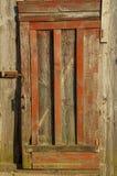 Puerta de madera vieja con una manija Foto de archivo