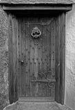 Puerta de madera vieja de la casa Foto de archivo libre de regalías