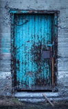 Puerta de madera vieja de la fábrica Foto de archivo