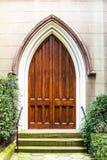 Puerta de madera vieja de la iglesia Imágenes de archivo libres de regalías