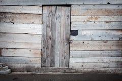 Puerta de madera vieja del tablón Foto de archivo libre de regalías