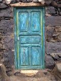 Puerta de madera vieja en azul Foto de archivo libre de regalías