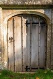 Puerta de madera vieja en el edificio del granito Fotografía de archivo