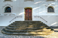 Puerta de madera vieja a la iglesia Imagen de archivo