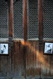 Puerta de madera vieja, Wuyuan, China Foto de archivo libre de regalías