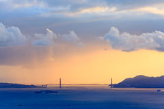 Puerta de oro en la puesta del sol foto de archivo libre de regalías