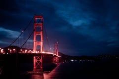 Puerta de oro por noche Foto de archivo libre de regalías
