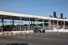 Puerta de peaje de la carretera en Francia Foto de archivo libre de regalías