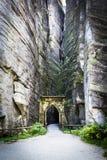 Puerta de piedra en Adrspach Imagenes de archivo
