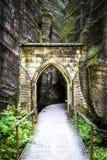 Puerta de piedra en Adrspach Imágenes de archivo libres de regalías