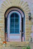 Puerta de piedra rosada de la casa fotografía de archivo