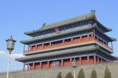 Puerta de Qianmen Zhengyangmen del zenit Sun en pared histórica de la ciudad de Pekín Imagen de archivo