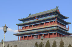 Puerta de Qianmen Zhengyangmen del zenit Sun en pared histórica de la ciudad de Pekín Imagenes de archivo