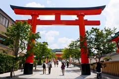 Puerta de Torii de la capilla de Fushimi Inari Imagen de archivo libre de regalías