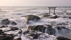 Puerta de Torii en el mar Foto de archivo