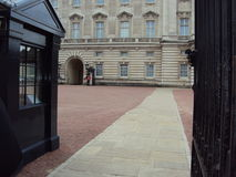 Puerta de un Buckingham Palace Fotos de archivo
