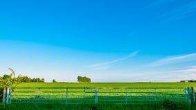 Puerta de un prado, paisaje de St Edmunds, Suffolk, Reino Unido del entierro Imagenes de archivo