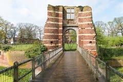 Puerta de una ruina del castillo Foto de archivo libre de regalías