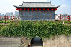 Puerta de Zhonghua y horizonte de Nanjing, China Imagen de archivo libre de regalías