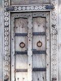 Puerta decorativa resistida texturizada fotos de archivo