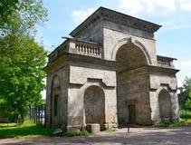 Puerta del abedul en el parque del palacio de Gatchina Fotos de archivo libres de regalías