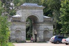 Puerta del abedul en Gatchina, Rusia Fotografía de archivo