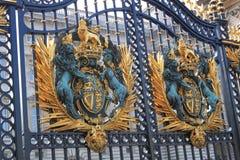 Puerta del Buckingham Palace foto de archivo libre de regalías