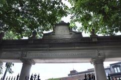 Puerta del campus de Harvard del estado de Cambridge Massachusettes de los E.E.U.U. Fotos de archivo libres de regalías