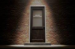 Puerta del detective privado afuera Fotos de archivo libres de regalías