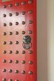 Puerta del diseño del chino en un lugar del asunto Imagen de archivo
