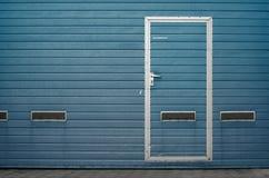 Puerta del garaje como fondo Imágenes de archivo libres de regalías