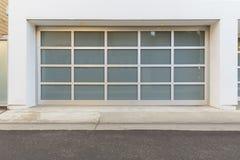 Puerta Del Garaje Con Las Ventanas Foto De Archivo Imagen De Entryway Casero 66539960