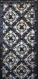 Puerta del hierro con los ornamentos afiligranados Fotos de archivo