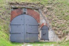 Puerta del hierro en la revista de polvo Imagen de archivo libre de regalías