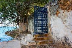 Puerta del hierro labrado Fotos de archivo libres de regalías