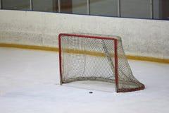 Puerta del hockey sobre hielo de Emty Imágenes de archivo libres de regalías
